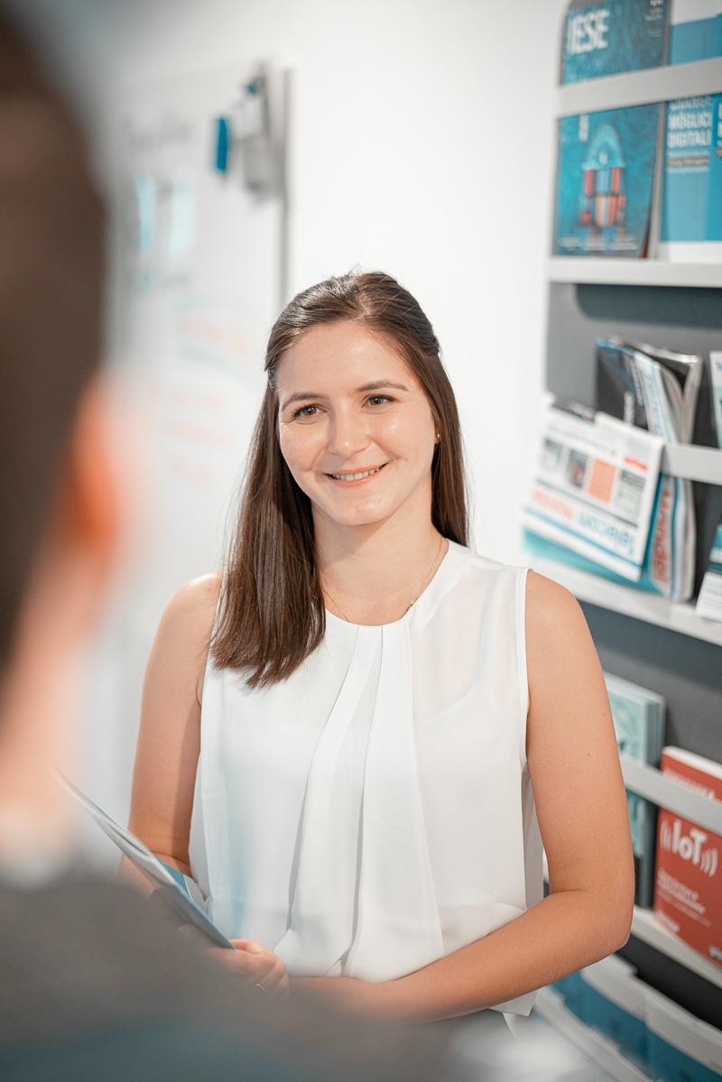 Alia Gilmullina in der Unternehmensberatung in Düsseldorf