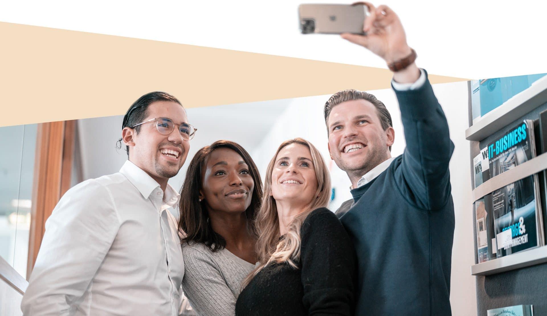 Berater machen Selfie in München